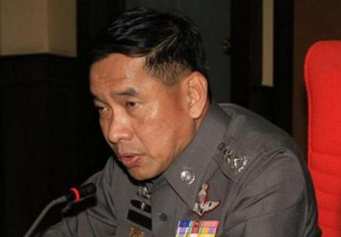 Ex chef de police de Bangkok attrapé avec un pistolet à l'aéroport de Narita de Tokyo