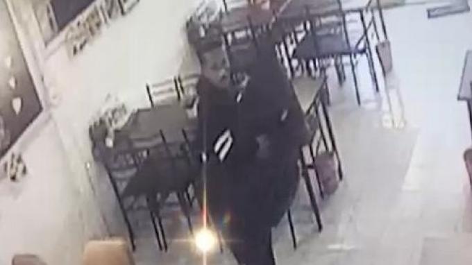 La police recherche 'l'audacieux' qui a volé la télé d'un restaurant