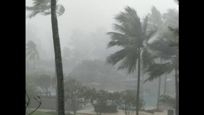 La tempête s'abat sur Phuket