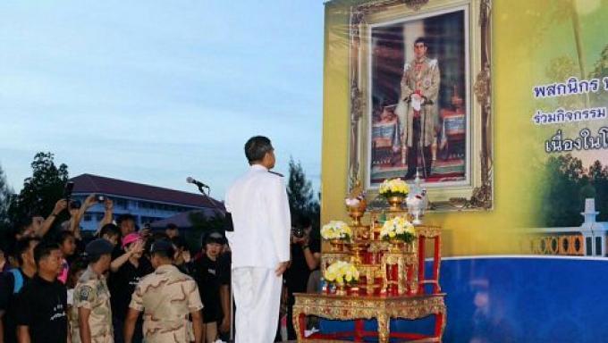 Du jaune en l'honneur de l'anniversaire de SM le Roi, une couleur propice en Juillet