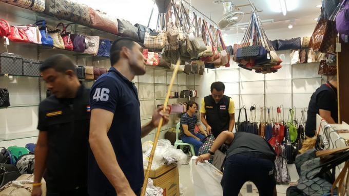 Une opération à Patong Plaza cible des sacs de contrefaçon