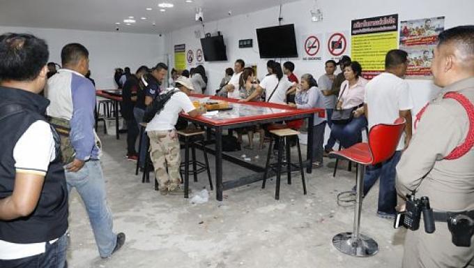 La police arrête 49 personnes dans un 'casino' de Phuket