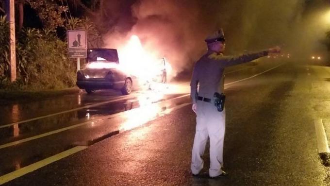 Sa Mercedes part en fumée