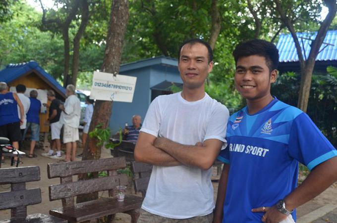 Un champion du monde de pétanque en visite au club de pétanque du coffe shop de Rawai