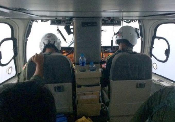 La marine cherche une péniche manquante et son équipage à Phuket,