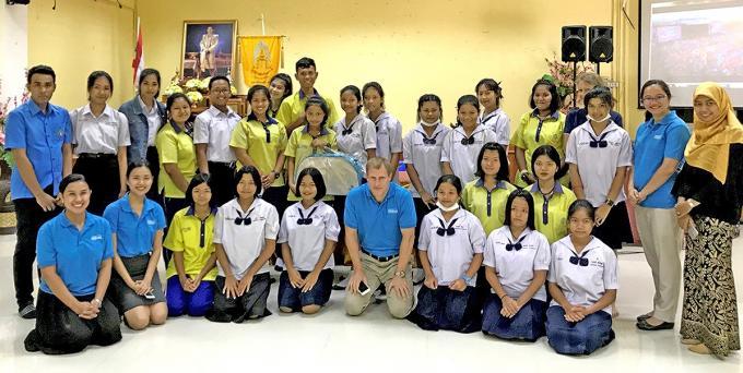 Hilton Phuket propose des leçons d'anglais à des étudiants de Kamala