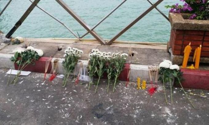 Une cérémonie à la mémoire des victimes du Phoenix