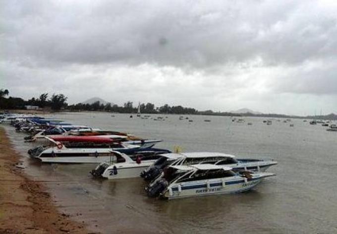 Chef de la Marine de Phuket sévit sur l'interdiction de la sécurité des hors-bords