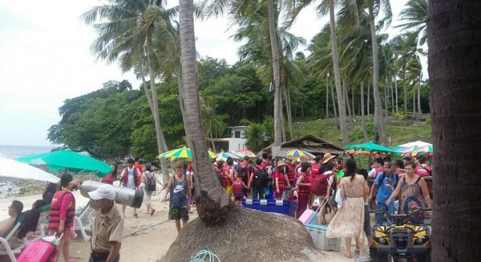 Derniers touristes bloqués sur l'île hors de Phuket sont de retour