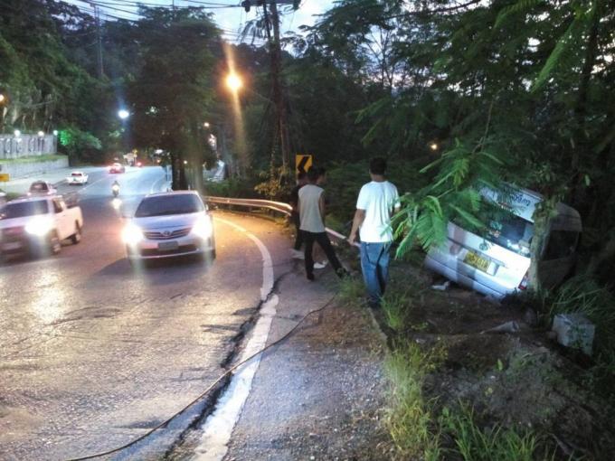 Accident de minivan à Patong Hill – Vidéo