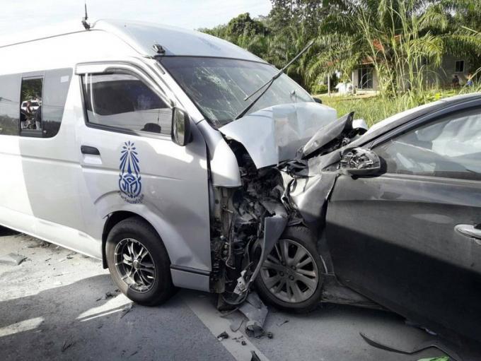 Des étudiants de Satree Phuket blessés dans un accident de van