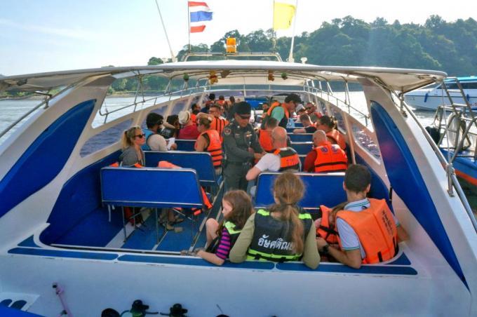 Premières applications des inspections obligatoires des bateaux de Phuket