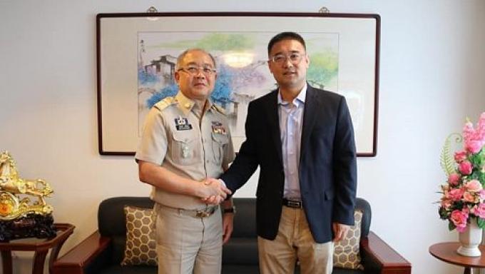 Le gouverneur de Phuket rencontre le vice consul général chinois au sujet du 'Phoenix'