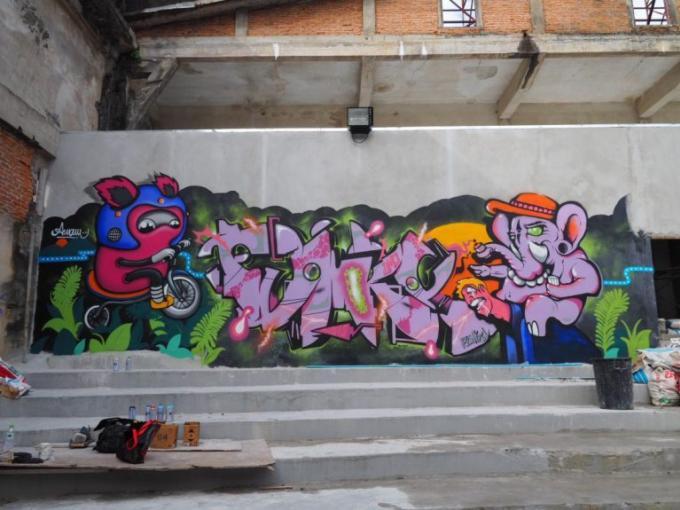 Une galerie Street Art dans les ruines de Ban Roeng Chit