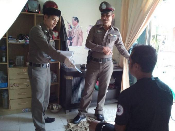 Un homme se suicide devant son domicile de Thalang