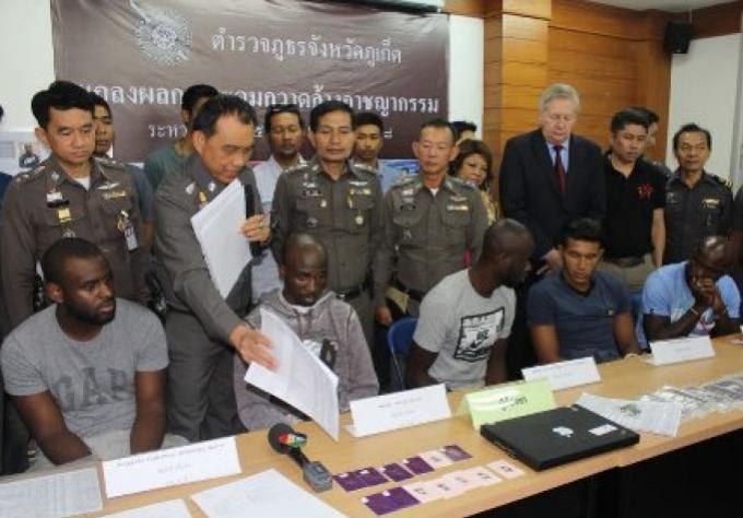 Cinq Français arrêtés pour fraude des distributeurs ATM de Phuket