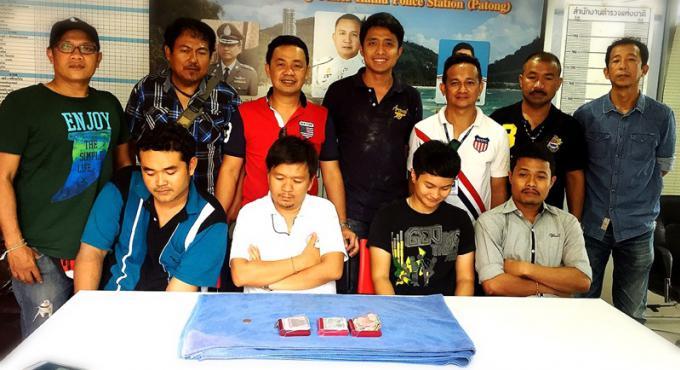 Quatre chauffeurs de taxi de Phuket arrêté pour le jeu