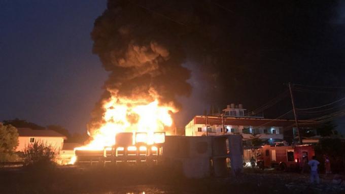Un incendie fait rage près de l'Hôpital Provincial