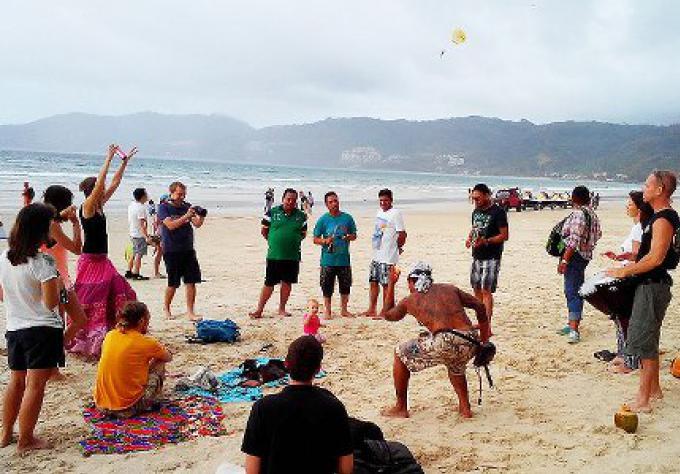 L'anniversaire de Phuket Drum Circle dimanche prochain sur la plage de Patong