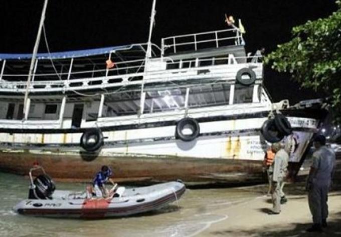 Un homme ivre échoue son bateau sur une plage de Pattaya