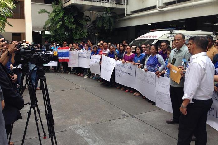 Les vendeurs de plage de Phuket implore le Premier Ministre Prayut de les aider