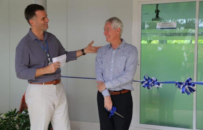 Un célèbre spécialiste du bouddhisme ouvre un centre de la conscience à UWC Thailand Internation