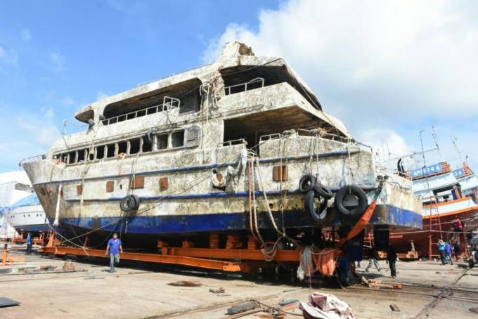 Le Phoenix enfin au sec au chantier naval de Rassada