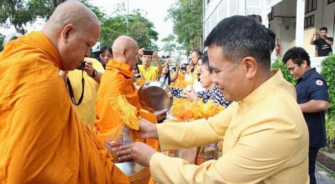 Phuket se prépare pour la Fête des Pères et l'anniversaire du Roi Bhumibol