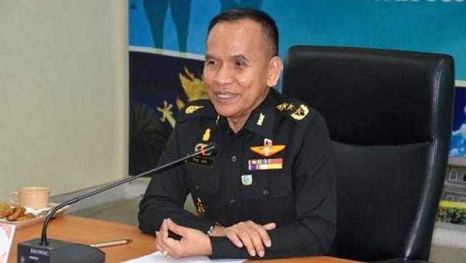 L'armée 'demande' aux compagnies de Phuket de cesser d'engager des guides illégaux