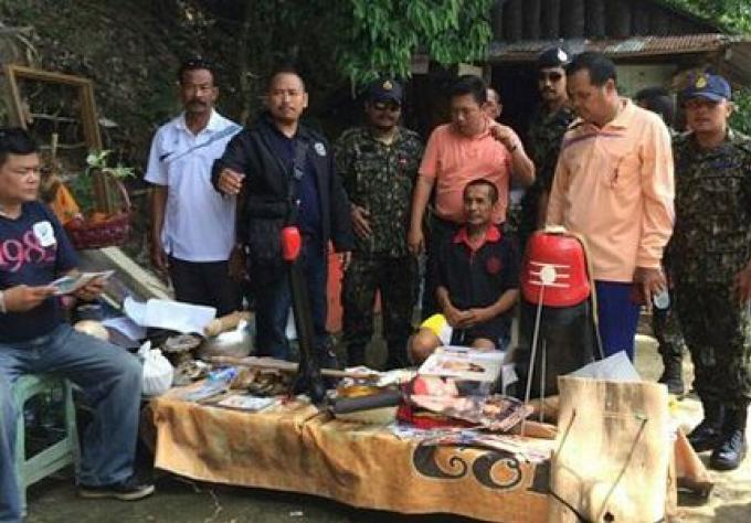 Faux monk de Phuket, fait face à la fraude et empiétement