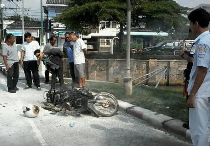 La moto d un homme de 68 ans s'enflame