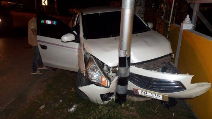 Une jeune fille de 15 ans blessée dans une collision avec un pylône, le conducteur poursuivi