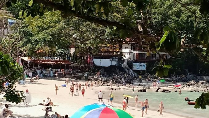 Il abandonne son paresseux à des touristes et fuit devant la police à Kata Beach