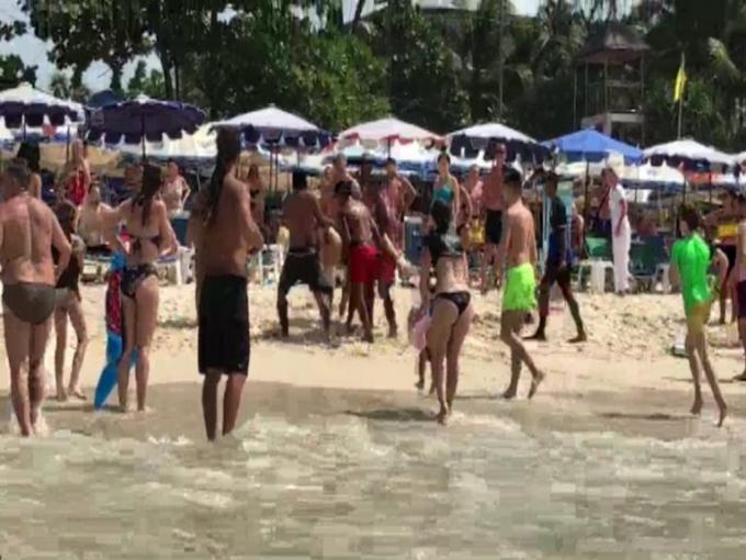 Un suédois de 77 ans sauvé à Patong Beach – Vidéo