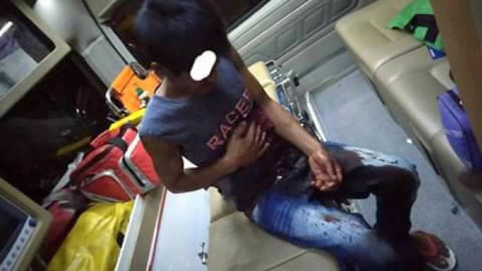 La police à la recherche d'un voleur armé qui a poignardé un homme pour son téléphone