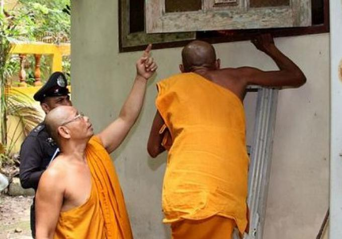 Voleur au temple Wat Suwankhiriwong