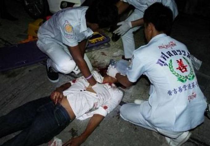 Un homme Thai dans le coma après avoir été frappé au visage avec une brique par des adolescents