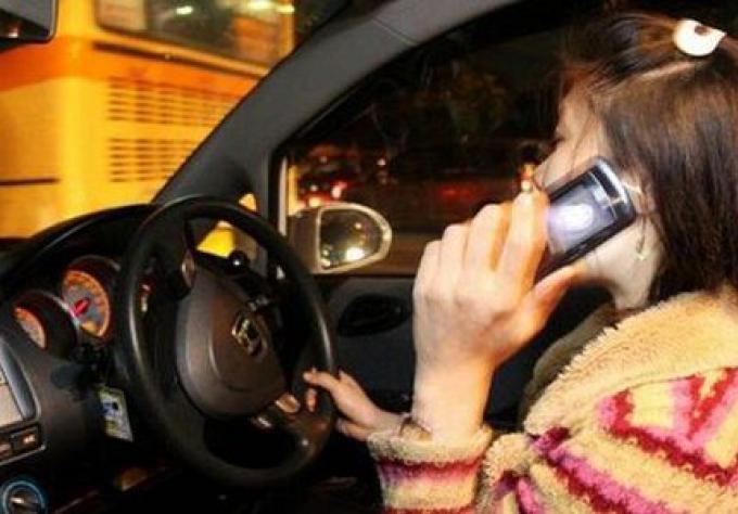 Utiliser un téléphone au feu est «illégal»