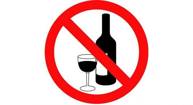 Les officiels de la santé et la police ensemble pour faire appliquer l'interdiction d'alcool lo