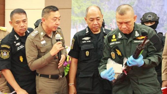 Saisies de fusils M16 et de 200,000 cachets de meth