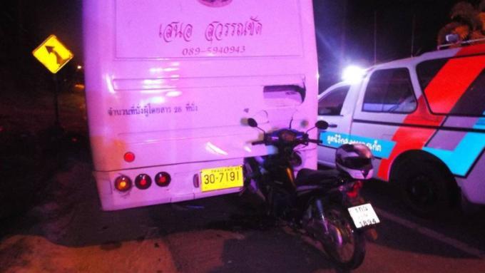Un jeune homme de 22 ans meurt en fonçant dans un car en stationnement