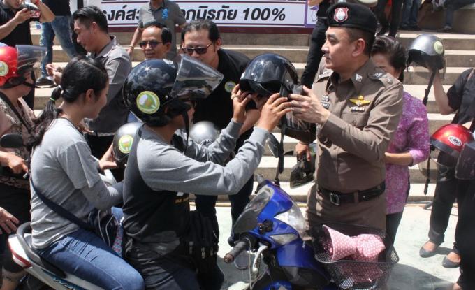 500 casques offerts aux motocyclistes de Patong
