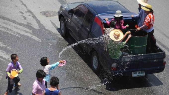 Les passagers seront autorisés à l'arrière des pickups pendant Songkran