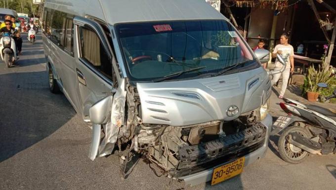 Une famille australienne évite le pire dans l'accident de leur van