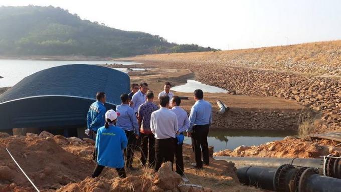 Le gouverneur national du PWA visite Phuket après les défaillances d'approvisionnement en eau