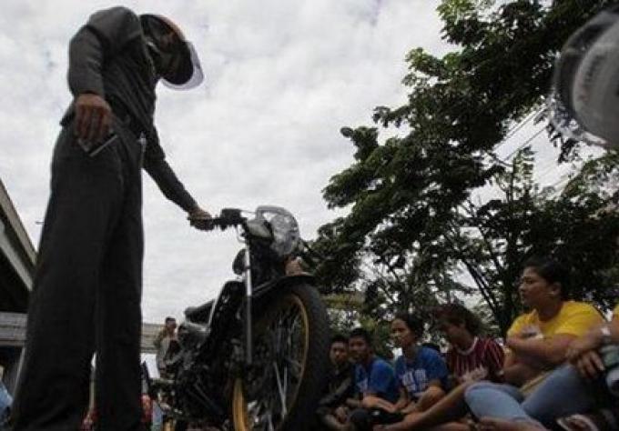 La police arrête plus de 400 jeunes motards