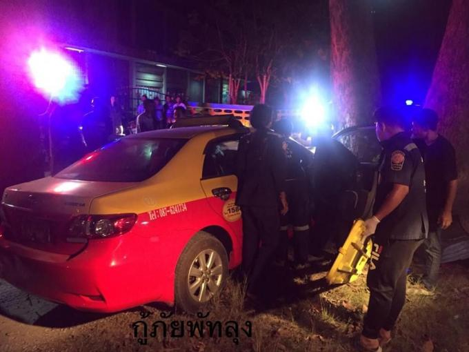 Un taxi de Phuket percute un arbre à Phattalung