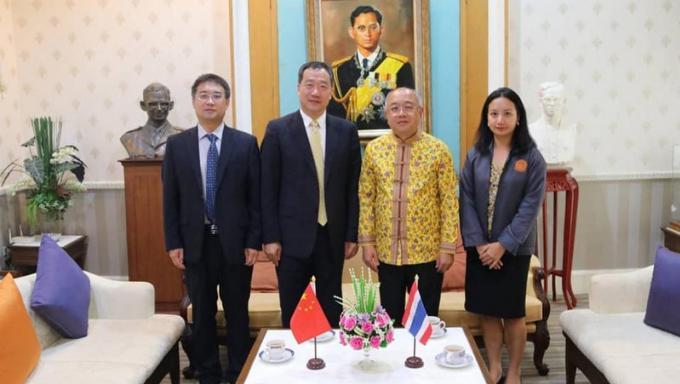 Le consul général de Chine rencontre le gouverneur de Phuket pour discuter sécurité