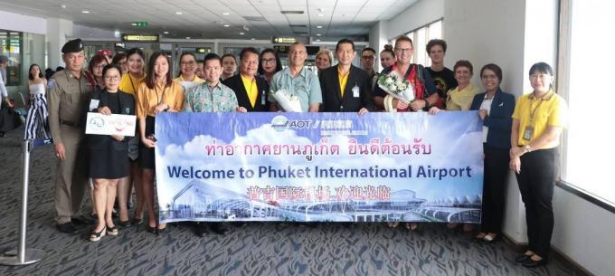 Les deux médecins australiens héros de la grotte de Tham Luang en vacances à Phuket
