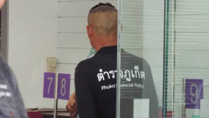 Un homme se menace d'un cutter dans une banque de Phuket